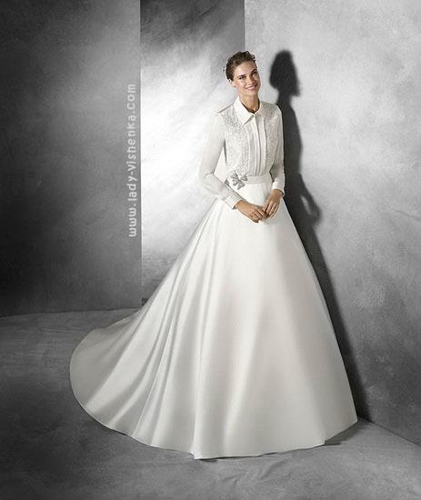 Закрите атласна весільна сукня Pronovias