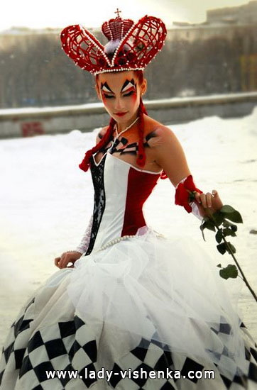 Дуже красиве коротке плаття Королеви Черв'яків на Хеллоуїн