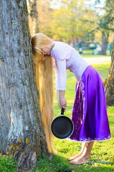 Рапунцель на Хеллоуїн зі сковорідкою