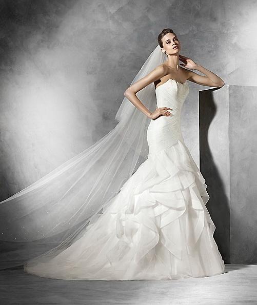 Весільну сукню з атласу - русалочка - Pronovias
