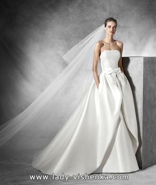 Весільну сукню з атласу весна 2016 - Pronovias