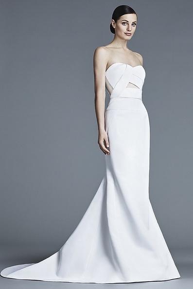 Атласна весільна сукня зі шлейфом J Mendel 2016