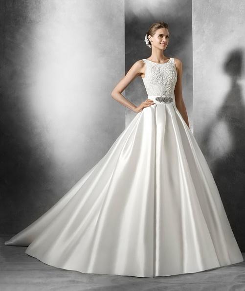 Атласна весільна сукня з пишною спідницею і шлейфом - Pronovias 2016