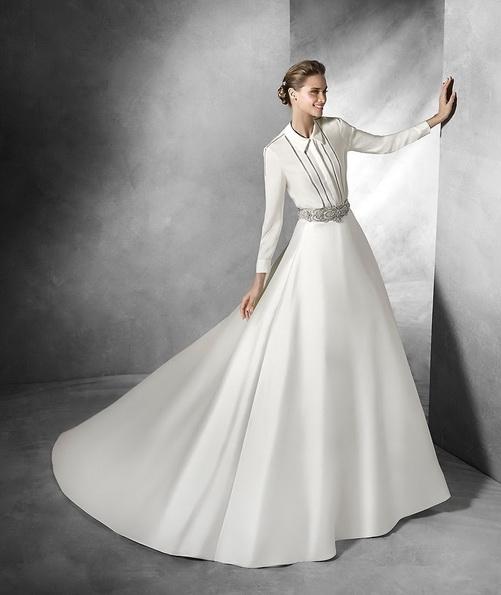 Атласна весільна сукня з довгим рукавом зі шлейфом - Pronovias 2016