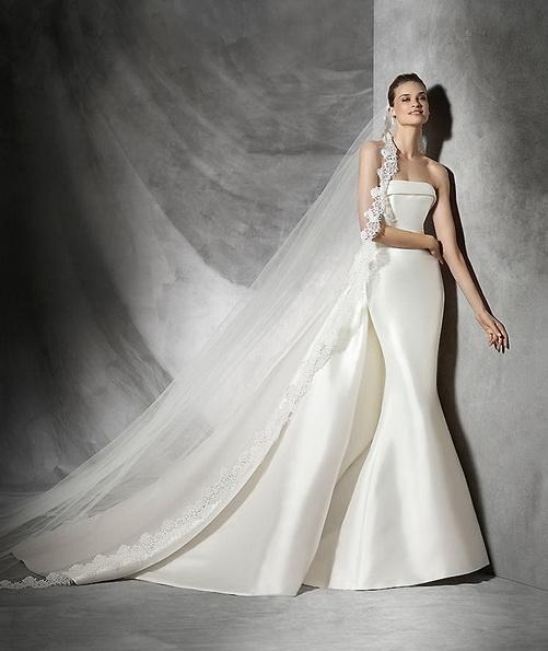 Красиве атласна весільна сукня зі шлейфом - Pronovias 2016