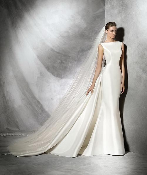 Просте весільну сукню з атласу зі шлейфом - Pronovias 2016