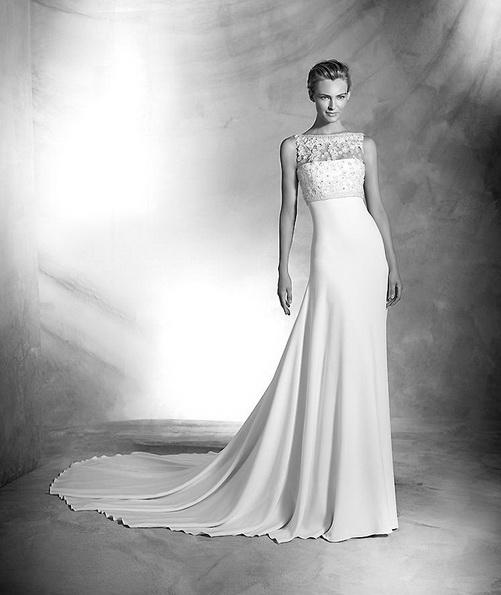Атласна весільна сукня зі шлейфом - Pronovias 2016
