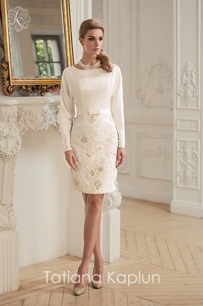 Коротке пряме весільна сукня з довгим рукавом - Tatiana Kaplun