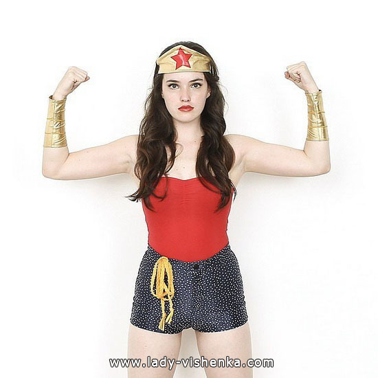 Супер дівчина на Хеллоуїн