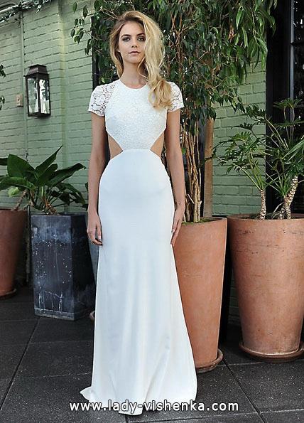 Весільну сукню з закритими плечима і відкритою талією