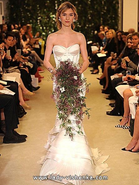Весільну сукню русалонька зі шлейфом - Carolina Herrera