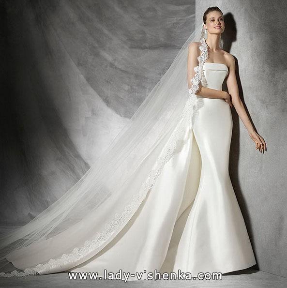 Атласна весільна сукня рибка з шлейфом - Pronovias