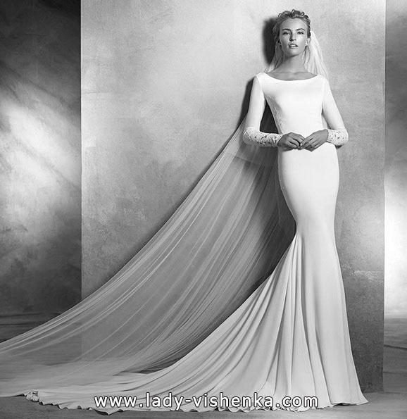 Весільну сукню рибка з шлейфом і рукавами - Pronovias