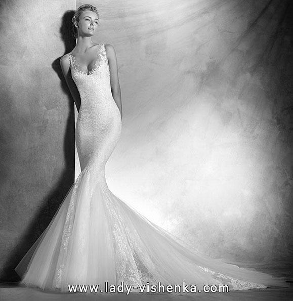 Весільну сукню фасону рибка про шлейфом - Pronovias