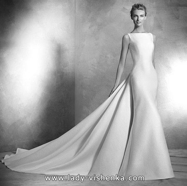 Класичне весільне плаття рибка з шлейфом