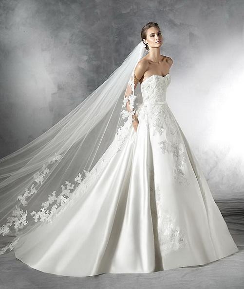 Весільну сукню з атласною спідницею Pronovias 2016