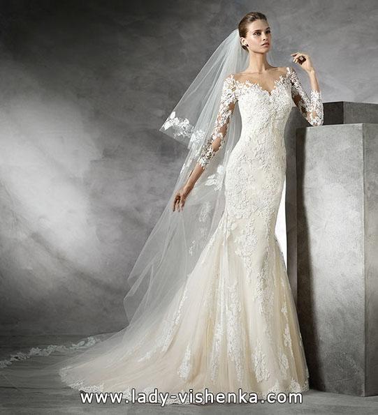 Весільну сукню рибка з мереживними рукавами - Pronovias