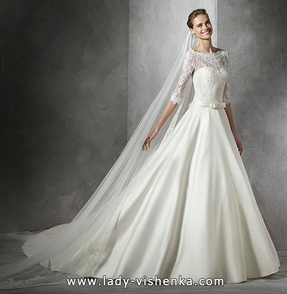Весільну сукню принцеси з мереживними рукавами - Pronovias
