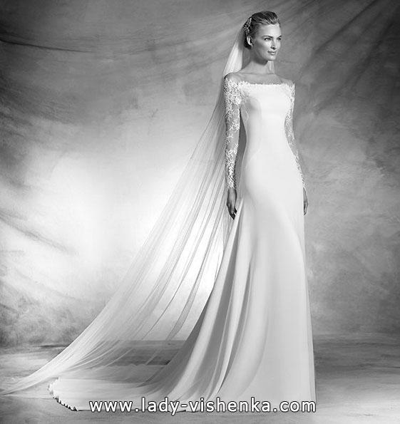 Атласна весільна сукня з мереживним рукавом - Pronovias