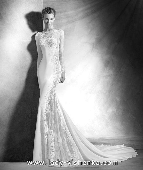 Незвичайна весільна сукня з мереживним рукавом - Pronovias