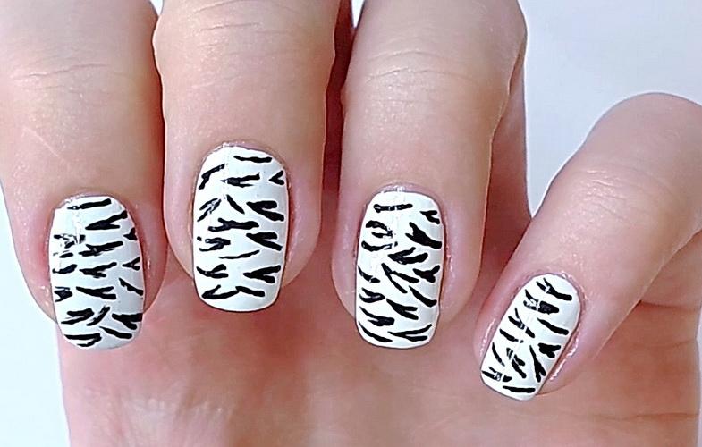 Дизайн нігтів - зебра